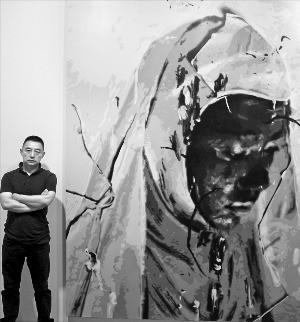 중국 인기작가 궈웨이가 서울 소격동 학고재갤러리에 전시된 자신의 작품 '무제14' 앞에 서 있다.