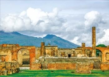 2000년 가까이 화산재에 덮였던 폼페이 유적