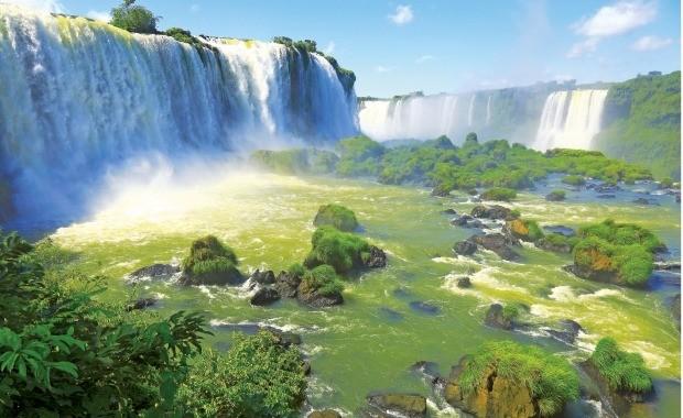 세계 최대의 넓이와 수량을 자랑하는 이구아수 폭포