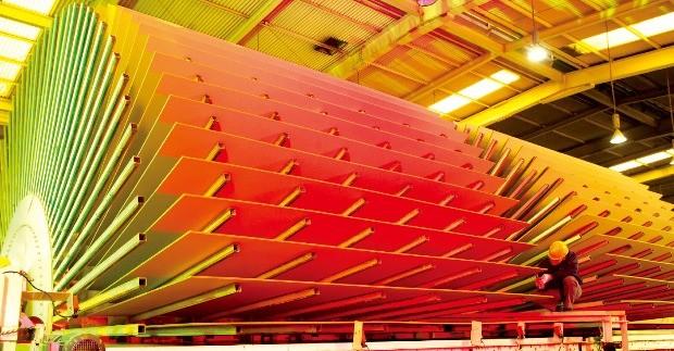 중밀도섬유판(MDF) 단일 라인으로 국내 최대 규모인 한솔홈데코 전북 익산 공장. 연간 35만㎥ 생산능력을 갖추고 있다. 한솔홈데코  제공