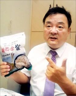배대열 대표가 해죽순쌀의 영양성분을 설명하고 있다. 이지수 기자