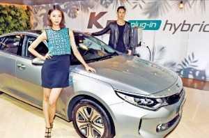 기아차 '2017년형 K5'·'K5 PHEV' 출시