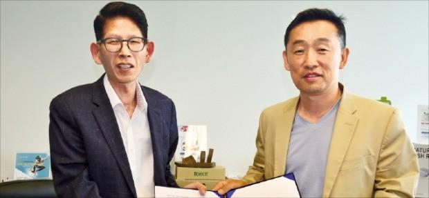 라이언 정 자이노 대표(오른쪽)와 천병우 중소기업진흥공단 뉴욕사무소장은 최근 한국 기업의 통합 수출 플랫폼을 구축하기 위한 업무협약을 맺었다.