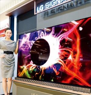 LG전자가 19일 출시한 77인치 LG 시그니처 OLED TV. LG전자 제공