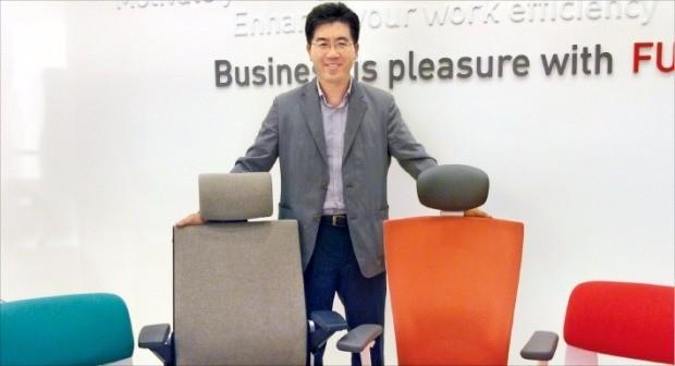 """손태일 시디즈 대표는 """"트랙터용·극장용 의자 등을 개발해 글로벌 의자 전문기업으로 도약하겠다""""고 말했다. 시디즈 제공"""