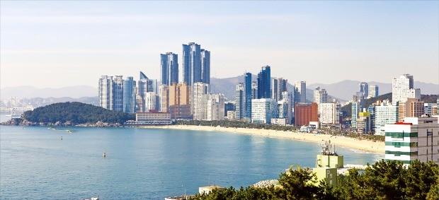 해운대해수욕장과 빌딩들. 한국관광공사 제공