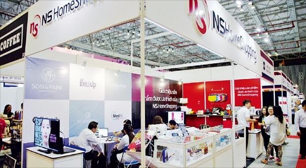 NS홈쇼핑은 지난 6월 베트남 호찌민에서 열린 '2016 베트남 국제유통산업전'에서 자사에 납품하는 국내 중소기업들의 수출 지원 활동을 했다. NS홈쇼핑 제공