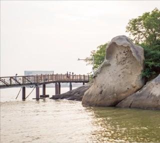 목포의 3경으로 유명한 갓바위.