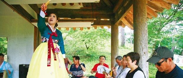 진도아리랑을 부르는 명창. 한국관광공사 제공