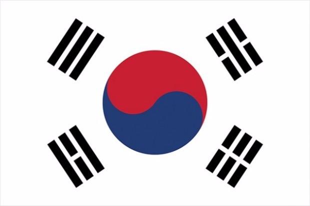 태극기는 1882년 박영효가 미국과 조약을 체결할 때 처음으로 사용되었고 이듬해 정식 국기로 채택되었다. <출처: 안전행정부>