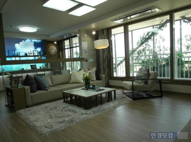 '다산신도시 지금지구 반도유보라 메이플타운 2.0'의 전용 84㎡B  내부. (사진 김하나 기자)