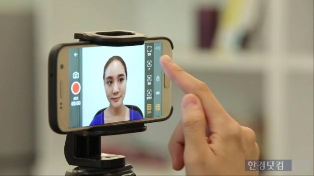사용자가 두비두로 영상을 편집하는 모습. / 사진=KT 제공
