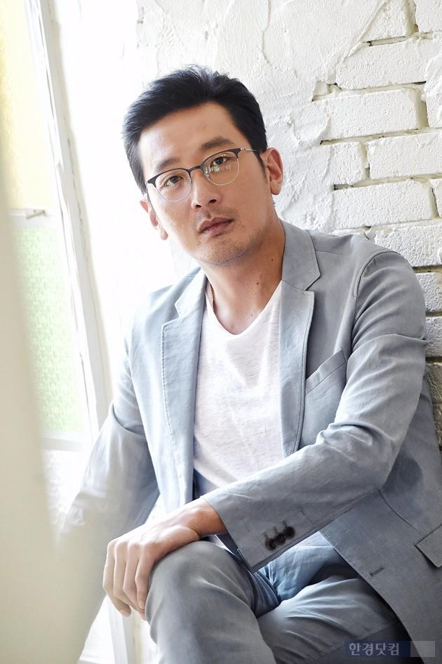영화 '터널'의 하정우가 한경닷컴과 인터뷰를 진행하고 있다. '터널'은 10일 개봉직후 예매율 1위를 기록했다. /사진=최혁 기자