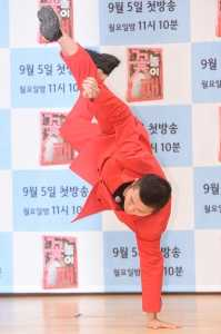 [HEI포토] 조세호, '슈트 입고 브레이크 댄스'
