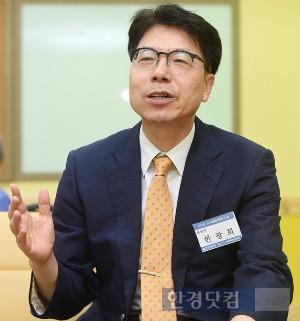한경닷컴과 인터뷰하는 한광희 한일경상학회장. / 최혁 기자