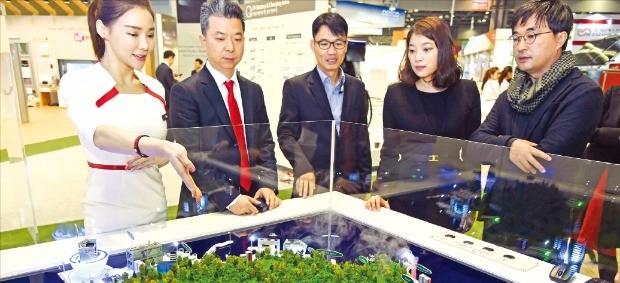 LG그룹은 지난해 11월 경기 고양시 일산 킨텍스에서 열린 '에너지대전'에서 울릉도에 적용할 LG 스마트 마이크로그리드 솔루션을 선보였다.