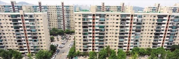 서울시가 강남구 압구정동 일대 24개 단지 재건축을 위한 '압구정지구 개발기본계획'을 준비 중인 가운데 이 지역 아파트값이 사상 최고가를 경신했다. 압구정 아파트지구 전경. 한경DB