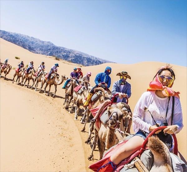사포터우 사막 풍경구 낙타 탑승 체험. 황보병조 제공
