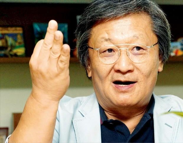 """박은관 시몬느 회장은 """"생각이 자유로운 사람, 감성이 풍부한 사람이 시몬느가 원하는 인재""""라고 말했다. 김영우 기자 youngwoo@hankyung.com"""
