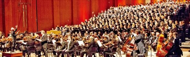 미국 휴스턴심포니가 2012년 크리스토프 에센바흐의 지휘로 텍사스주 휴스턴에서 말러의 '천인교향곡'을 연주하고 있다.
