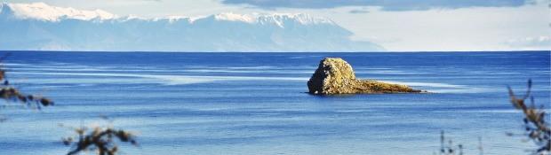 올혼섬에서 바라본 사자바위