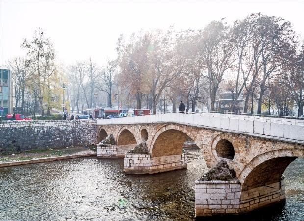 사라예보 사건이 벌어진 라틴 다리
