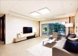 '아크로리버하임'의 모델하우스에 설치된 전용 84㎡T 내부.