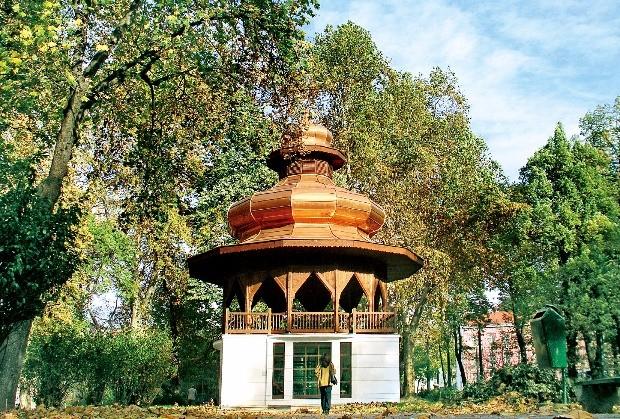 사라예보의 밀야츠카 강변에 조성된 작은 공원 아트 메즈단(At Mejdan)과 뮤직 파빌리온