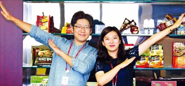 롯데푸드 대학생 마케터 프로그램인 '히든서포터즈'를 통해 입사한 황길상·이빛나 씨. 롯데푸드 제공