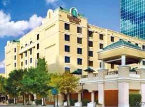 파라다이스, 미국 올랜도 엠버시 호텔 품었다