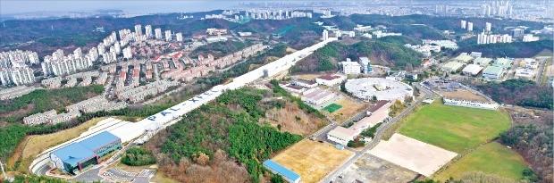 경북 포항시 포항가속기연구소에 미국 일본에 이어 세계 세 번째로 완공된 4세대 방사광 가속기. 포항 가속기연구소 제공