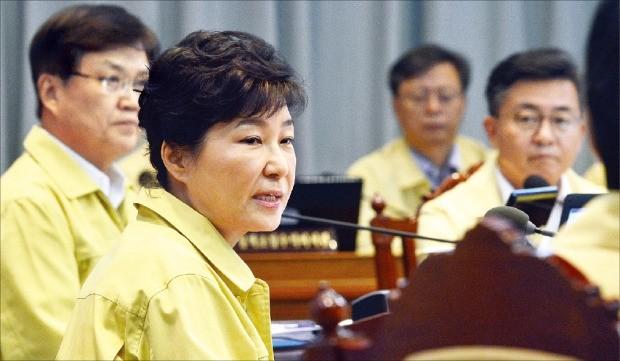 박근혜 대통령이 22일 청와대 영상회의실에서 을지 국무회의를 주재하고 있다. 강은구 기자 egkang@hankyung.com