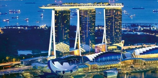 싱가포르의 랜드마크로 떠오른 마리나베이샌즈(MBS) 리조트 모습. 샌즈그룹 제공