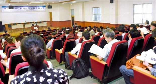 지난 22~24일 경기 오산시 한신대 캠퍼스에서 열린 '한일경제경영 국제학술대회' 모습.