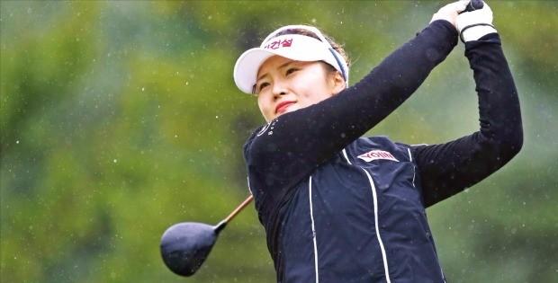 김예진이 28일 열린 하이원리조트 여자오픈 4라운드 4번홀에서 티샷을 날리고 있다. KLPGA 제공