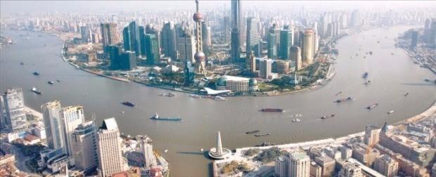 상하이 국제금융센터 전망대에서 내려다본 상하이시 전경. 한경DB