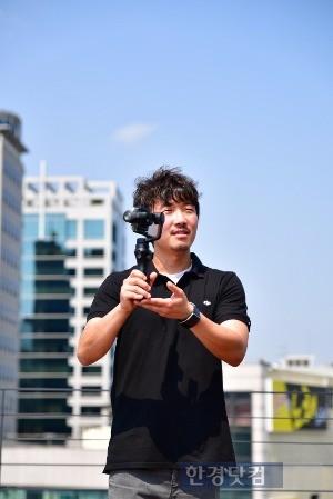문태현 DJI 코리아 법인장이 '오즈모 모바일'을 소개하고 있다. / 사진=DJI 코리아