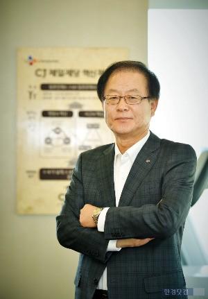 CJ그룹이 12일 3년 만에 임원 승진 인사를 단행했다. 김철하 CJ제일제당 대표이사가 부회장으로 승진하는 등 총 50명이 승진했다.