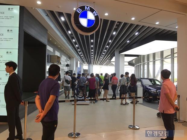 스타필드 하남 2층에 자리한 BMW 라운지.