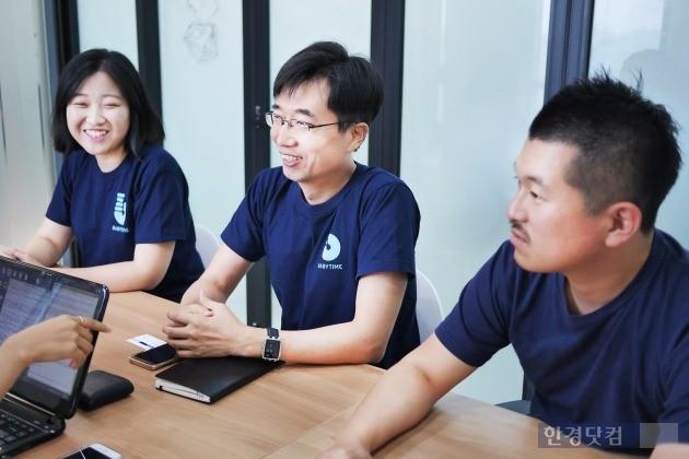 (왼쪽부터) 서울 강남구 선릉로 더벤처스 스타트업 센터에서 만난 홍민영 심플러 매니저, 양덕용 대표, 정재화 매니저. 그들은 '베이비타임'이 육아에 나선 부모들의 기본권을 지켜주는 앱이라고 소개했다.