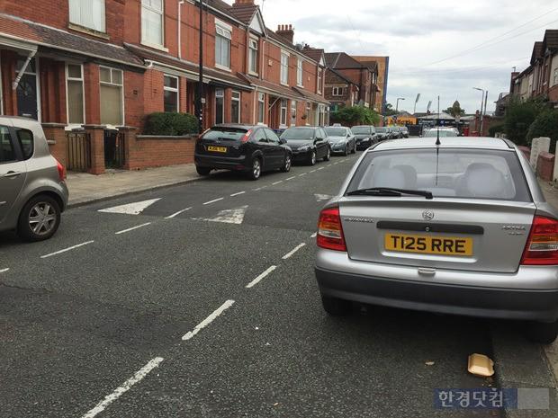 맨체스터 시내 곳곳에는 소형 해치백 차량이 많다. 포드와 복스홀 차량이 유독 많이 보인다. (사진=한경닷컴)