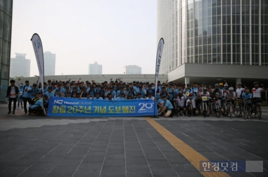대한민국 CM 도입 20년과 한미글로벌 창립 20년 기념도보행진 완주 기념촬영