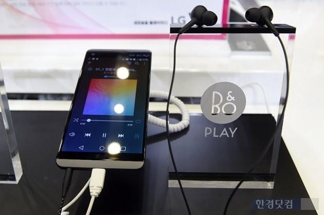 일반 이어폰을 장착한 스마트폰 모델에서 듣지 못했던 소리가 뱅앤올룹슨 이어폰을 꽂은 V20에서 들렸다.