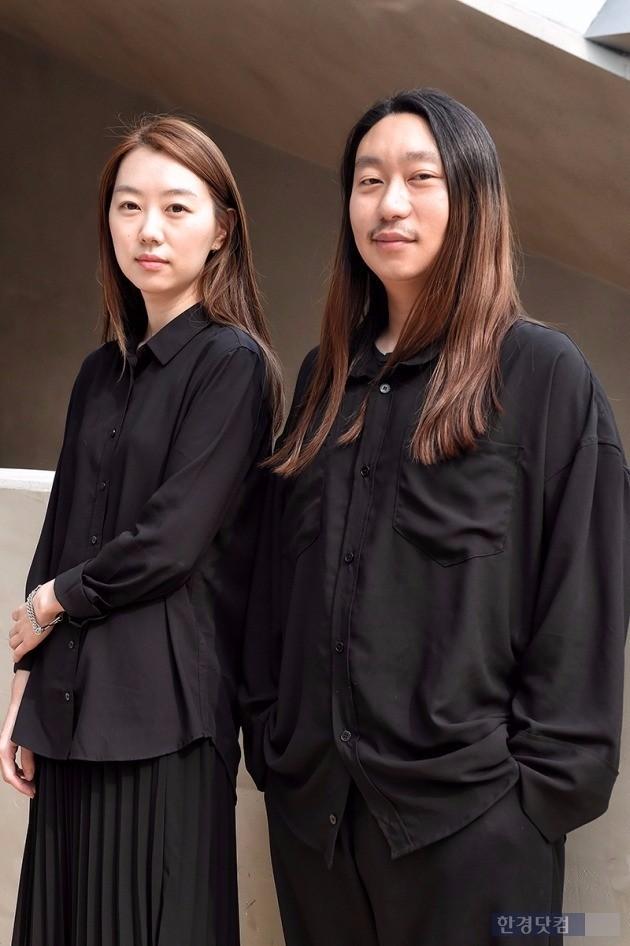 '알로곤'의 신용균 최수지 디자이너가 '차오름'에서 인터뷰를 진행했다.  /사진=최혁 기자