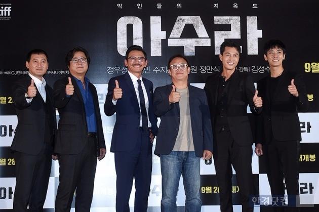 '아수라' 정만식, 곽도원, 황정민, 정우성, 주지훈, 김성수 감독 / 사진= 최혁 기자