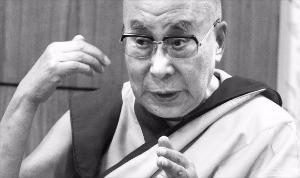 """달라이라마는 """"모두가 행복해지는 길은 서로 아끼고 베푸는 것""""이라며 """"그러면 내세가 아니라 지금 이 순간 행복해진다""""고 설파했다. 공동취재단"""