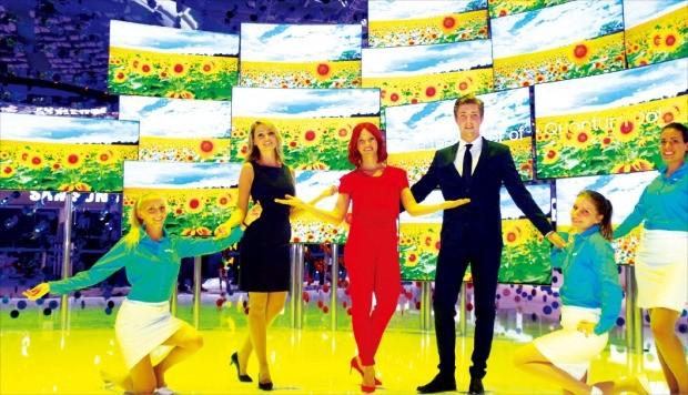 삼성전자가 1일(현지시간) 독일 베를린 국제가전전시회(IFA)에서 '발상의 전환'을 주제로 개발한 TV와 가전제품을 공개했다. 삼성전자 제공