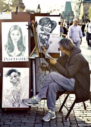 예술의 도시 프라하. 거리 곳곳에 예술가들이 자리를 잡고 도시를 풍요롭게 한다.