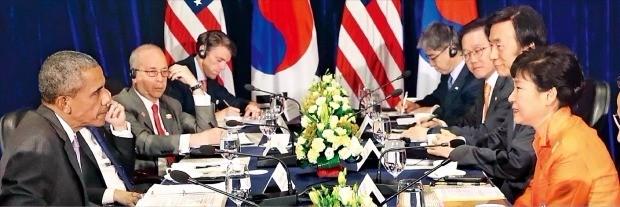 6일 라오스에서 열린 한·미 정상회담에서 박근혜 대통령과 버락 오바마 미국 대통령은 북한의 계속되는 핵·미사일 도발에 대한 공조 강화에 합의했다. 비엔티안=강은구 기자 egkang@hankyung.com