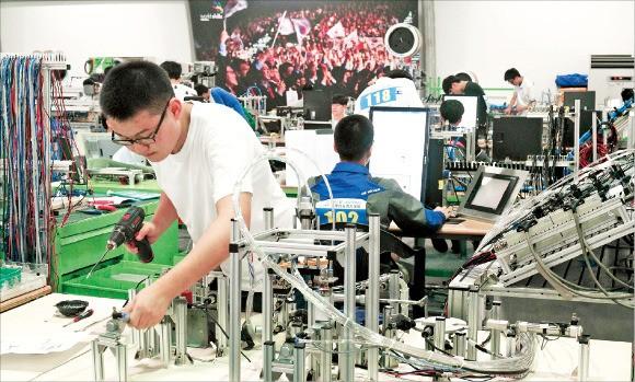 7일 전국기능경기대회에 참여한 고등학생들이 경기를 치르고 있다. 삼성전자 제공